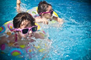The Dos and Don'ts of Throwing a Pool Party